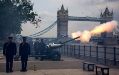 Die Honourable Artillery Company feuert in London Böllerschüsse zur Geburt des Prinzen ab. (Bild: Keystone)