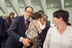 Mächler Marc, FDP, mit Gattin (rechts), Mutter und Tochter. (Bild: Michel Canonica)