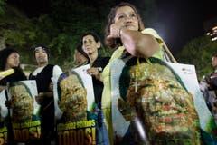 Menschen versammeln sich auf dem Bolivar-Platz in Caracas. (Bild: Keystone)