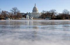 Eine gefrorene Wasserfläche vor dem Kapitol in Washington. (Bild: Keystone)