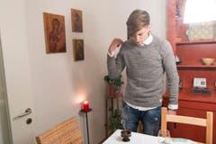 Nach dem Gottesdienst gehen die Familien nach Hause. Dann zündet der Vater oder der älteste Sohn eine Kerze und Weihrauch an. (Bild: Ralph Ribi)