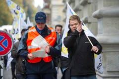 Die Polizei hatte ein Auge auf die Demonstration. (Bild: Michel Canonica)