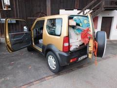 Auch in diesen Wagen passt ausser dem Fahrer praktisch nichts mehr. (Bild: Kantonspolizei St.Gallen)