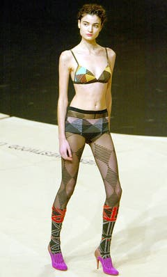 2003/04: Wenig Stoff für ein Herbst-Winter-Outfit. (Bild: Keystone)