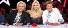 """In der """"Supertalent""""-Jury: Michelle Hunziker, flankiert von Dieter Bohlen (r.) und Thomas Gottschalk. (Bild: Keystone)"""