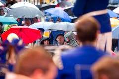 Parade der Regenschirme. (Bild: Michel Canonica)