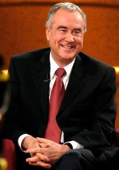 Kurt Felix, Erfinder und langjähriger Moderator der Erfolgssendung «Verstehen Sie Spass», freut sich am 21. Februar 2004 in Offenburg während der 100. Sendung. (Bild: Keystone)