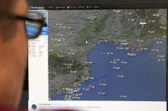 Auf einem Flugradar ist die Route des Jets eingezeichnet bis zu jenem Ort, wo das Signal verloren ging. (Bild: Keystone)