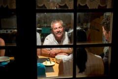 Roland Bischof lebt pro Jahr während mehr als 110 Tagen in seiner Alphütte. (Bild: Urs Bucher)