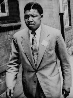 Mit Scheitel: Nelson Mandela in einer Aufnahme aus dem Jahr 1961. Im selben Jahr wird er Anführer des bewaffneten Flügels des ANC, da er nicht mehr an einen gewaltlosen Kampf gegen das Apartheidsregime glaubt. (Bild: Keystone)