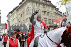 Mitglieder der Thaler Burgenlandschaft mit Schloss Falkenstein und Rittern. (Bild: Ralph Ribi)
