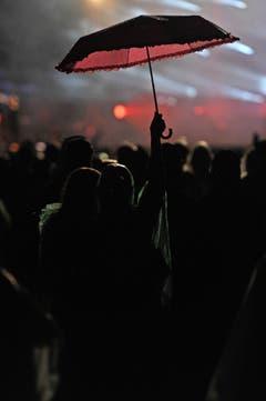 Abfeiern unter dem Schirm. (Bild: Reto Martin)
