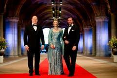 Fürst Albert von Monaco, Grossherzogin Stephanie von Luxemburg und ihr Ehemann Grossherzog Guillaume von Luxemburg (von links). (Bild: Keystone)