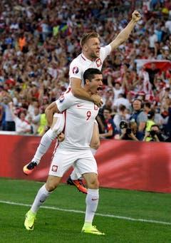 Die Polen freuen sich nach dem 1:0. (Bild: Keystone)