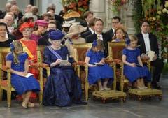 Prinzessin Beatrix (Mitte links) mit ihren Enkeltöchtern Catharina-Amalia, Alexia und Ariane (von links), den Töchtern des Königpaares Willem-Alexander und Maxima. (Bild: Keystone)