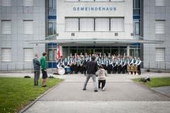 Auftritt der Marschmusiker auf der Tramstrasse. (Bild: Benjamin Manser)