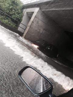 Die Unterführung steht ebenfalls unter Wasser. (Bild: Facebook)