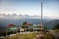 Diese Aussicht geniesst Roland Bischof auf der Alp. (Bild: Urs Bucher)
