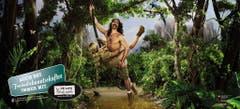 """Handout eines Plakates der Stop Aids Kampagne (das abgebildete Sujet """"Tarzan"""" wird erst ab Herbst 2008 eingesetzt). Die LOVE LIFE STOP AIDS-Kampagne 2008 des Bundesamts für Gesundheit BAG und der Aids-Hilfe Schweiz AHS startete am 31. März 2008 mit der ersten Kommunikationswelle. Die Plakatsujets zeigen Paare beim Sex im Urlaub, auf Geschäftsreisen oder auch an Parties. Im Auftrag des BAG führte das Kantonsspital St.Gallen die sogenannte CHAT-Studie (SCHweizer AIDS-Transmission) durch und informierte 2007 über die Resultate. Dabei zeigte sich, dass Personen, die eigentlich eine gute Schutzstrategie haben, in bestimmten Situationen auf das Präservativ verzichteten und sich deshalb mit HIV infiziert haben. (Bild: Keystone)"""