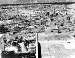 Das Bild wurde von einem Spital des Roten Kreuzes aufgenommen. Das Spital war rund eineinhalb Kilometer von Hiroshima entfernt. (Bild: Keystone)
