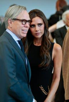 Designer unter sich: Tommy Hilfiger und Victoria Beckham besuchten im May 2014 die Kostümshow von Anna Wintour im Metropolitan Museum of Art in New York. (Bild: Keystone)