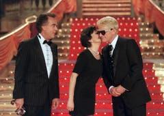 Geburtstagsgrüsse für Sänger Heino von Paola und Kurt Felix 1998 in Düsseldorf. (Bild: Keystone)