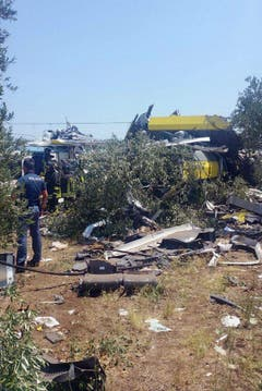 At least 10 dead as two trains collide in southern Italy (Bild: Keystone)