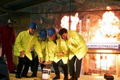 Anfang November 1999 beginnen die Arbeiten am Gotthard-Basistunnel. (Bild: Keystone)