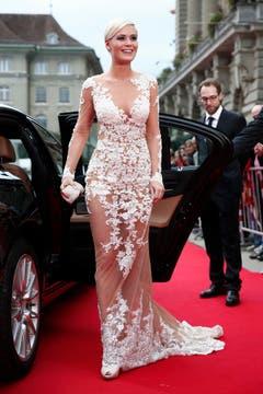 Gibt ihre Krone ab: E-Miss Schweiz Dominique Rinderknecht. (Bild: Keystone)