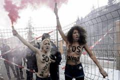 Protest gegen die in Davos versammelte Hochfinanz, Wirtschaft und Politik. (Bild: Keystone)