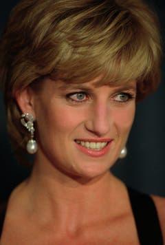 Prinzessin Diana lächelt während dem United Cerebral Palsy Dinner im New York Hilton. (Bild: Mark Lennihan/AP (New York, 11. Dezember 1995))