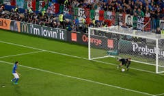 Die Sach war bloss: Auch Italien verwandelte nur zwei. Jonas Hector schliesslich schoss das entscheidende Tor - und brachte Deutschland den Sieg ein. (Bild: Keystone)