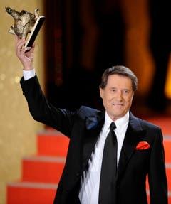 """Jürgens erhält am 17. September 2008 im Friedrichstadtpalast in Berlin den Medienpreis """"Goldene Henne"""". Der Entertainer erhielt den Preis als Anerkennung für sein Lebenswerk. (Bild: Keystone)"""
