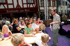 Bei Kindern und Müttern hoch im Kurs: Nik Hartmann. (Bild: Ralph Ribi)