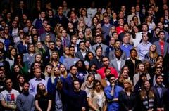 Das Publikum horcht der letzten Rede von Barack Obama. (Bild: Kamil Krzaczynski / Keystone)