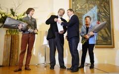 David Angst bedankt sich bei seinen Jury-Kolleginnen und Kollegen. (Bild: Reto Martin)