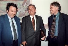 Bundesrat Otto Stich mit den Bundesrats-Nachfolgekandidaten Otto Piller und Moritz Leuenberger. (Bild: Keystone)