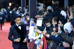 Der Brasilianer Neymar kam mit Hut. (Bild: Keystone)