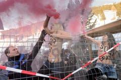 Ungebetene Gäste: Femen-Aktivistinnen am WEF. (Bild: Keystone)