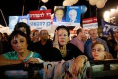 Am Samstag vor seinem Todestag versammelten sich rund 100'000 Israelis auf dem Yitzhak-Rabin-Platz in Tel Aviv. (Bild: Keystone)