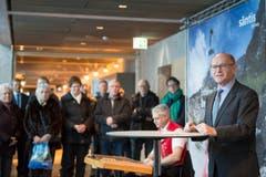 Hans Hoehener, Präsident des Verwaltungsrates der Säntis-Schwebebahn AG, spricht zur Eröffnung des neuen Berggasthauses. (Bild: Urs Bucher)