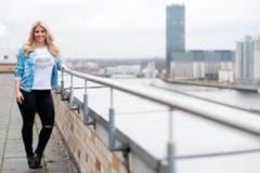Die Sängerin aus dem Kanton Schwyz geht mit der Tatsache, dass sie einige Pfund zuviel auf den Rippen hat, locker um - sie habe sich noch nie in ein Schema zwängen lassen, sagt sie dazu. (Bild: Keystone)