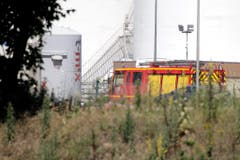French police search for second man in factory attack (Bild: Keystone)