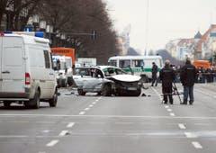 Das beschädigte Auto in Berlin. (Bild: Keystone)