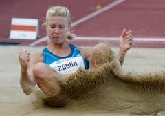 Linda Züblin beim Weitsprung an der Schweizer Meisterschaft 2014 in Frauenfeld. (Bild: STEFFEN SCHMIDT (KEYSTONE))