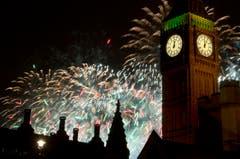 Auch in London wird das neue Jahr mit viel Feuerwerk eingeläutet. (Bild: Keystone)