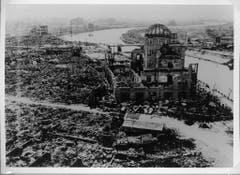 """So sah es in Hiroshima nach dem Abwurf aus. Im Vordergrund der heutige """"Atombomben-Dom"""". Damals war es noch ein Gebäude für Industrie und Handel. (Bild: Keystone)"""