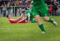 Mario Cantaluppi liegt am Boden. (Bild: Andrea Stalder)
