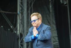 Elton John bedankt sich beim St.Galler Publikum. (Bild: Urs Bucher)