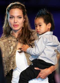 Jolie hat drei leibliche und drei adoptierte Kinder. Sohn Maddox adoptierte sie 2002 aus einem Waisenhaus in Phnom Penh, Kambodscha. (Bild: Keystone)